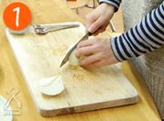 材料を1cm角に切ります。